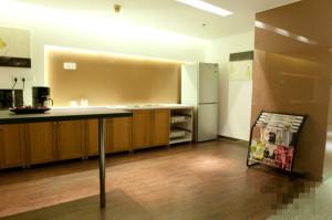 卢湾板块豪华商务中心新华联大厦、1号线10号线陕西南路站步行10分钟
